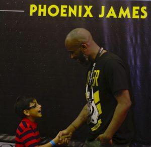 phoenix-james-at-la-mole-comic-con-20th-anniversary-in-mexico